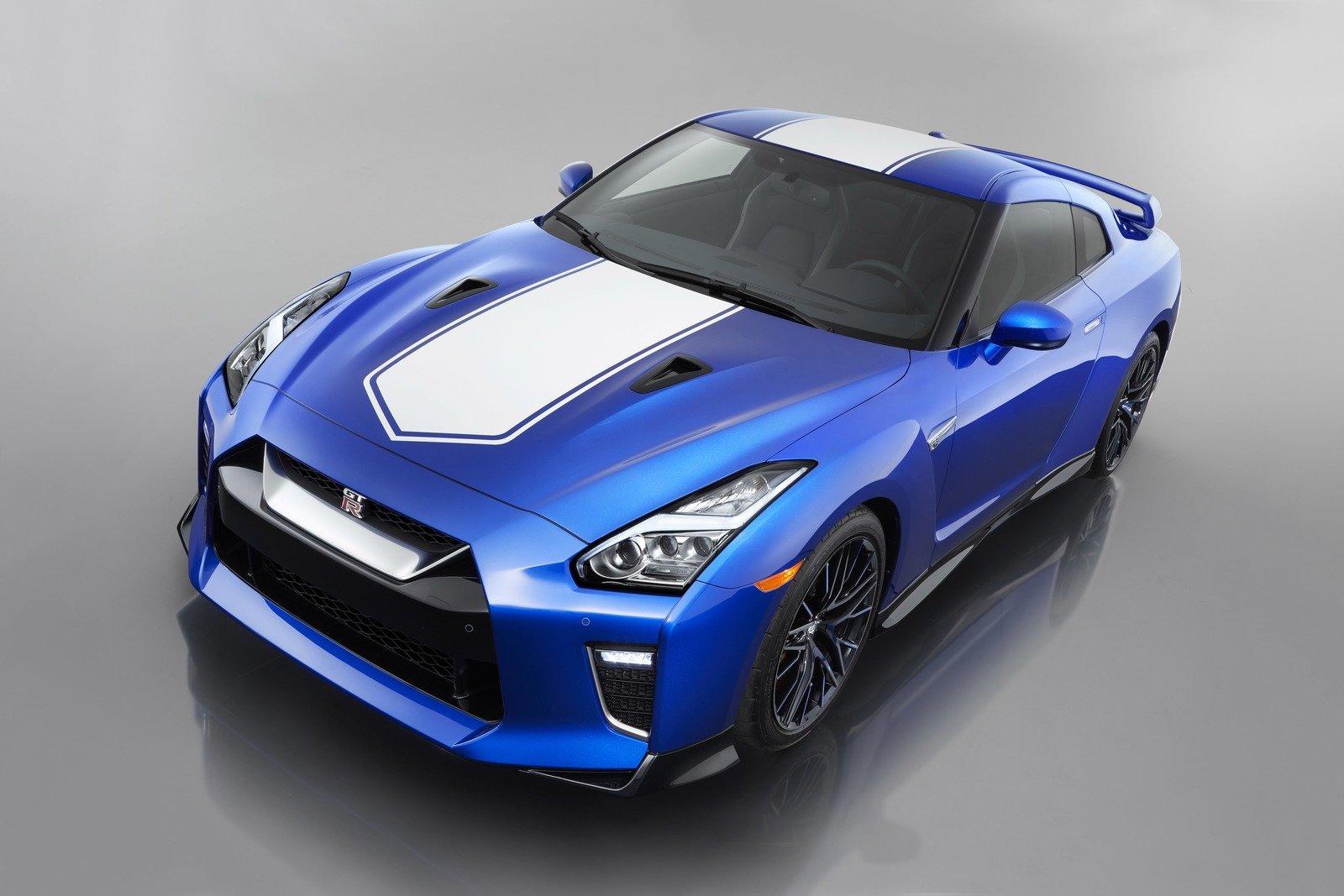 日産が2020年モデルの「GT-R」と特別な50周年記念モデルを同時発表!