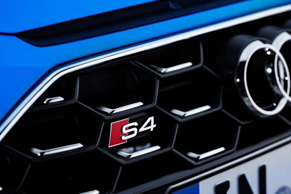 新型アウディS4に高性能マイルドハイブリッドのディーゼルエンジンを採用!