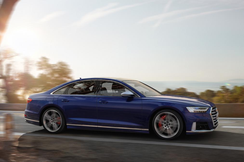 アウディが「A8」の高性能モデル「S8」を発表!日本発売時期は?