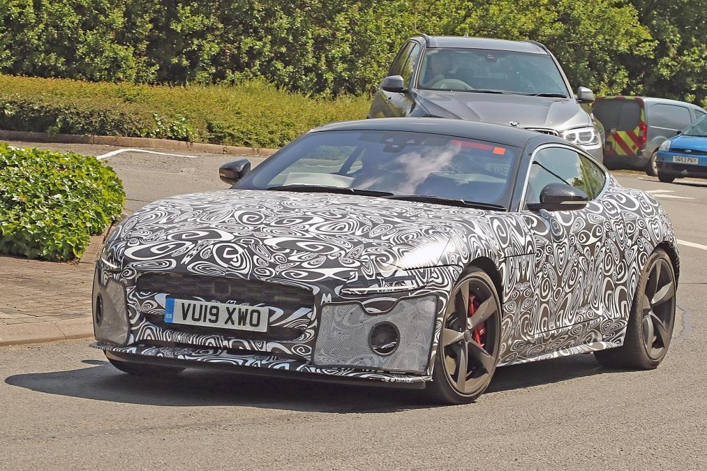ジャガーのスポーツカー「F-TYPE」が大幅マイナーチェンジで登場か?
