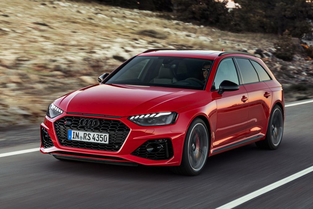アウディ「A4」の最強モデル「RS4」発表!改良新型のスペックとエクステリアの変更点とは?